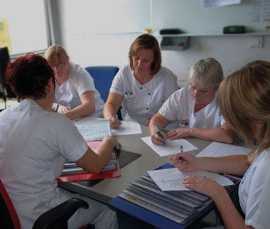 Transmissions d'informations entre plusieurs infirmières de la Polyclinique de Grande-Synthe